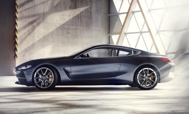 KLASSISK PROFIL: Store hjul og tradisjonell coupé-profil med harmionisk bølgende skulderlinje får den store GT-en til å se mer kompakt ut enn den er. Foto: BMW