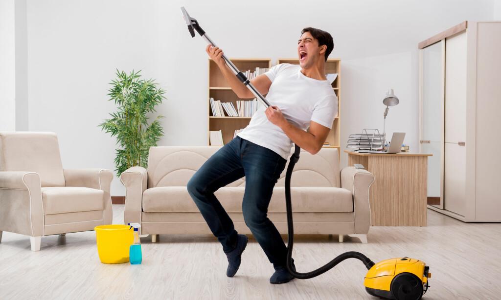 BRÅKETE? Svensk test av 10 støvsugere avslører store forskjeller i støvsugerstøy ... og nei, da snakker vi ikke om tilleggsstøy fra den som opererer støvsugeren - men den støyen som støvsugeren selv lager. Foto: Shutterstock/NTB Scanpix