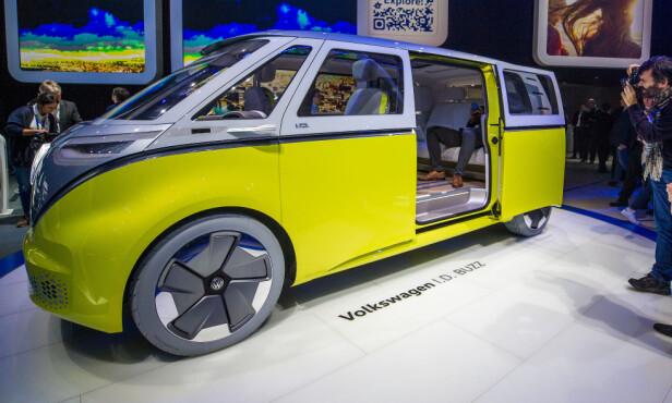 MINIBUSS: Konseptbilen Volkswagen I.D. Buzz ble vist fram første gang ved bilmessa i Genève i mars i år. Foto: Saso Domijan