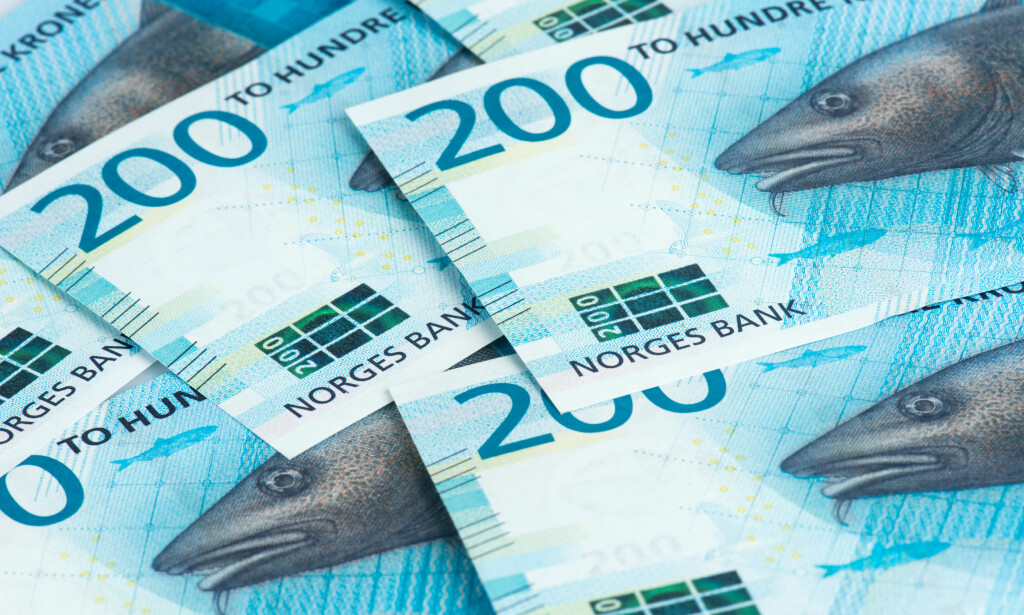 NYE SEDLER: Tirsdag kommer de nye 100- og 200-kronersedlene. Foto: Norges Bank