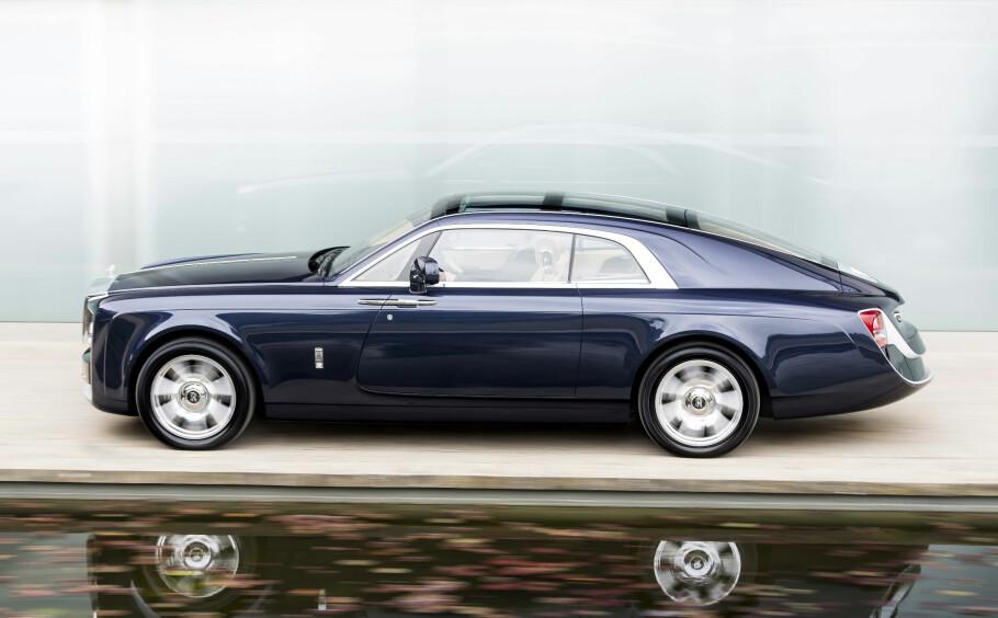DRØMMEBILEN: Rolls-Royce Sweptail er unik. Den er oppstått i en rik kundes drømmer og realisert i samarbeid med Rolls-Royces designavdeling. Målet har vært å gjenskape i moderne format den sveipende elegansen. Foto: Rolls-Royce