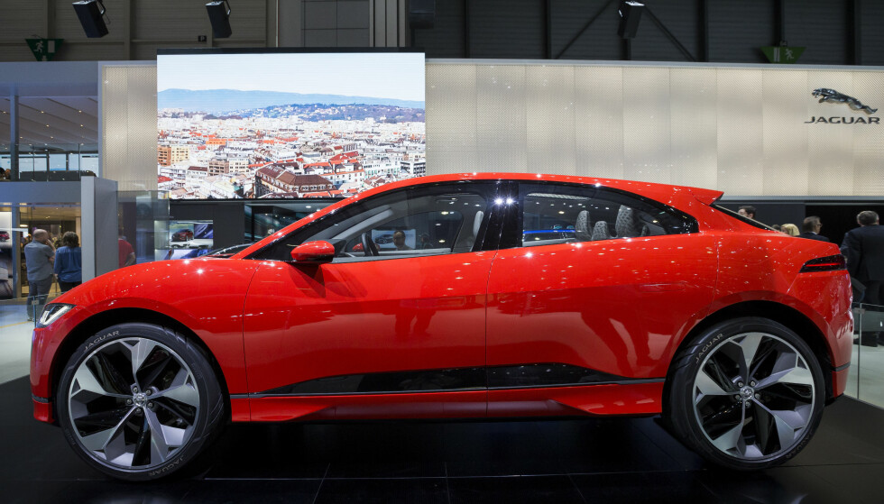 KOMMER: Slik ble Jaguar I-Pace presentert på bilmessa i Genève i mars i år, men allerede i desember 2016 ble den vist fram i Los Angeles. Foto: Cyril Zingaro/Keystone