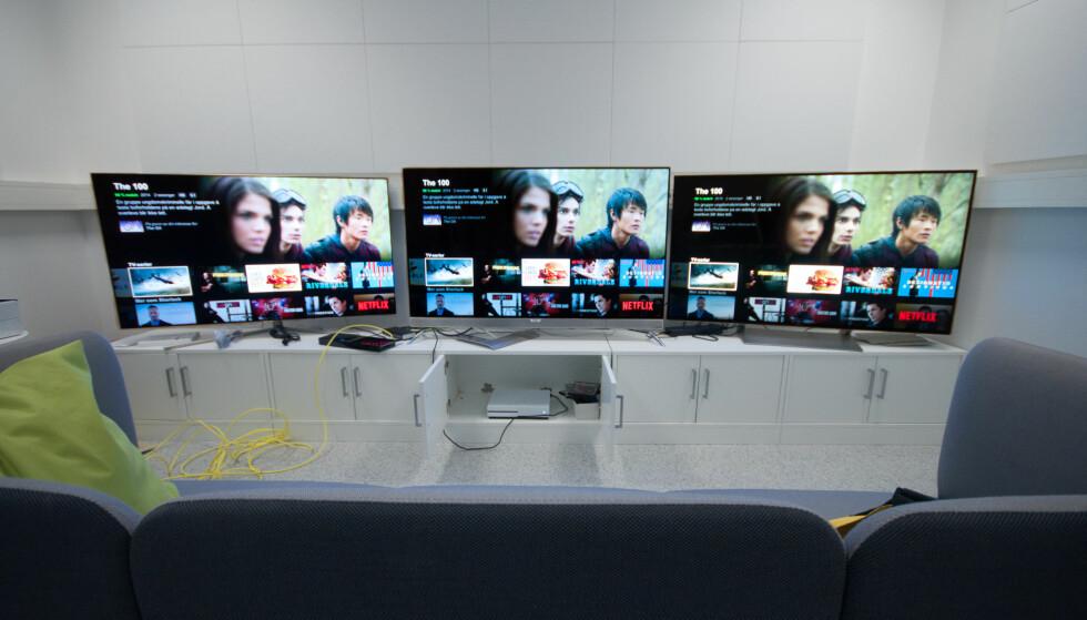 DETALJER: De tre TV-ene er ganske like i bildekvalitet og brukervennlighet, men forskjellen ligger i detaljene. Fra venstre er Samsung Q7, Philips 901F og Sony XE93, altså henholdsvis QLED, OLED og LED. Foto: Gaute Beckett Holmslet