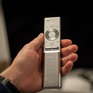 LITEN OG LEKKER: Samsungs fjernkontroll ser virkelig bra ut. Foto: Gaute Beckett Holmslet