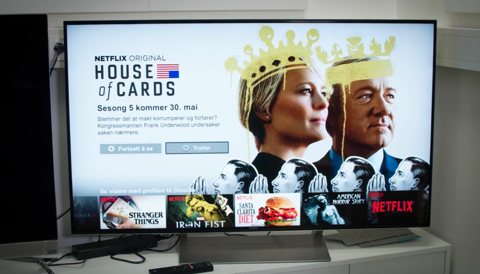 <strong>ENKEL:</strong> TV-en fra Sony er ikke noen designbombe, men har ganske enkel utføring. Foto: Gaute Beckett Holmslet