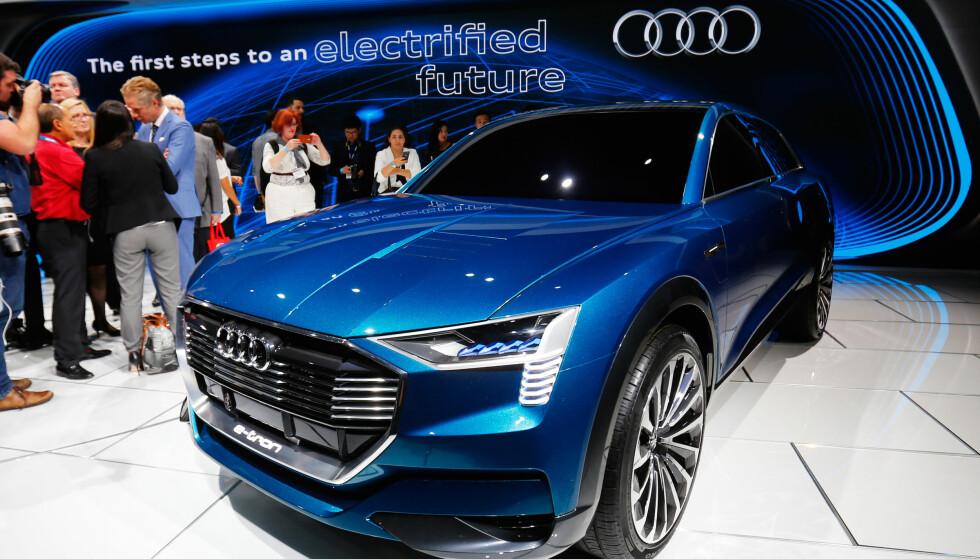 TESLA-KONKURRENT: Audi e-tron Quattro concept ble sist vist på bilmessa i Los Angeles i 2015. Foto: REUTERS/Mike Blake/Files
