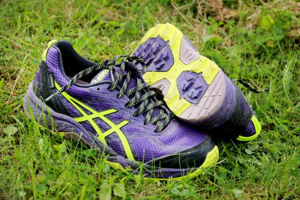 GORETEX: Asics Gel-FujiTrabuco 5 GTX er testens eneste med Goretex, som gjør den tyngre og stivere enn de andre. Men absolutt en god sko dersom du VIL ha Goretex-sko. Foto: Ole Petter Baugerød Stokke