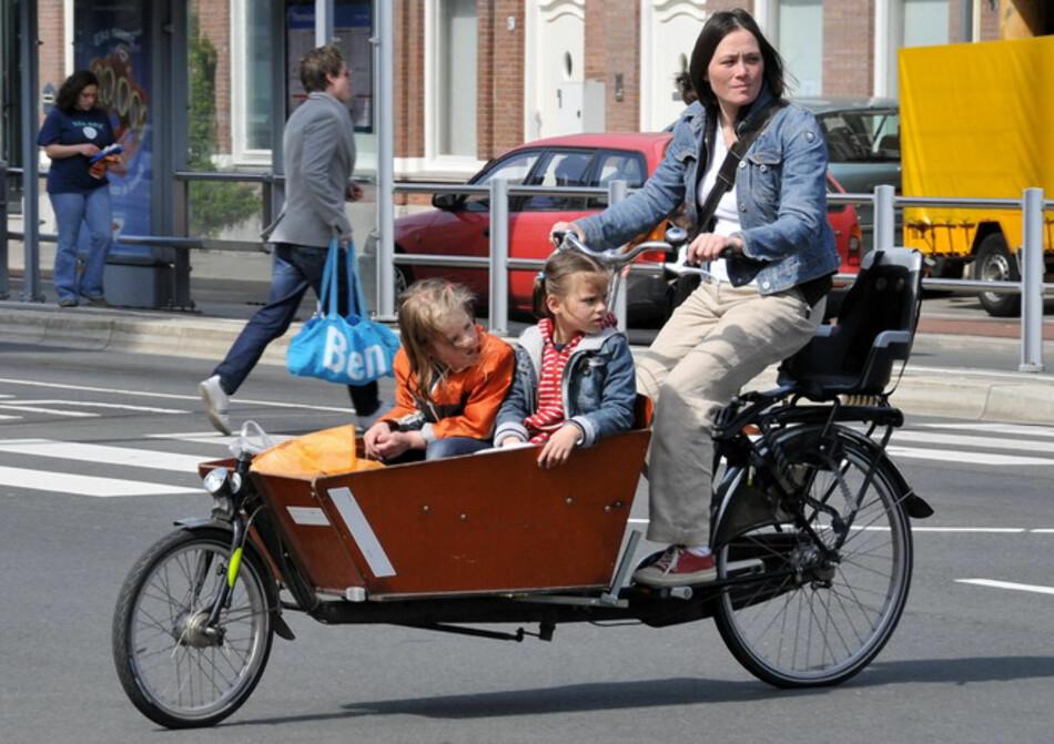 """ØKER: 566 nordmenn kjøpte lastesykler med elmotor i fjor. Prisen passerer ofte 50.000 kroner. Her en tradisjonell lastesykkel. Foto: Ballenbak,&nbsp;<a href=""""https://creativecommons.org/licenses/by/2.0/deed.en"""">Creative Commons lisens BY 2.0</a>"""