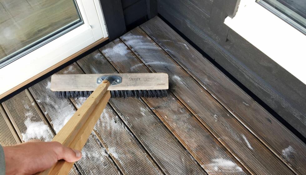 Unngå disse tabbene når du vasker terrassen