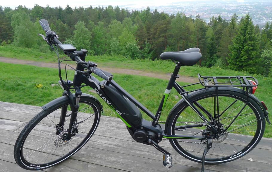 GODT KJØP: Diavelo Momentum 200 er svært fornuftig utstyrt, og er en sykkel som både er morsom å kjøre og som føles trygg på veien. Foto: Tore Neset