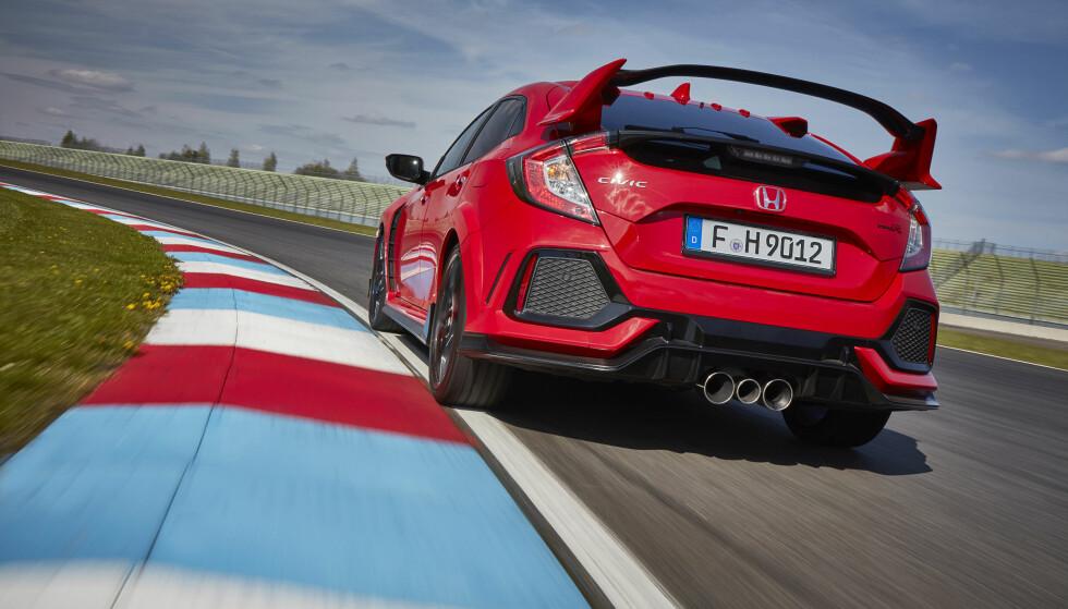 SOM EN RACER: Nye Civic Type R er mer effektiv på bane enn noen av de andre i denne klassen. Foto: Honda