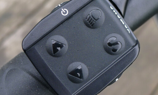 ENKELT: Motorkraft, lys og displayvisning styres med fire knapper. Foto: Tore Neset
