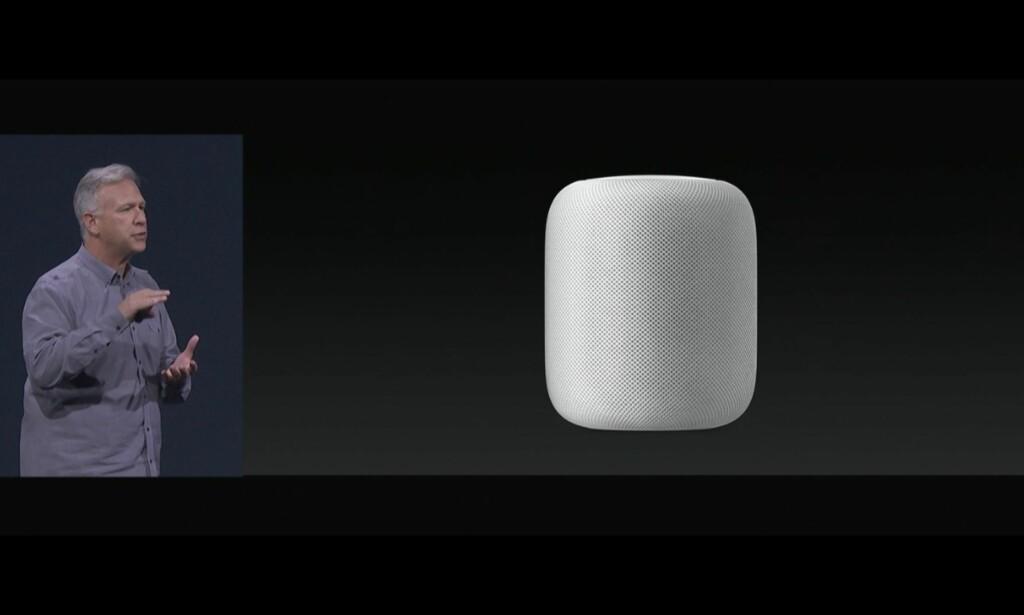 SYLINDER: Slik skal Apples smarthøyttaler se ut. HomePod er like under 18 centimeter høy og har Apples digitale assistent Siri innebygget. Skjermdump: Apple
