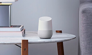 DISKRET: Google Home har et fint og diskret design ut av esken, men kan også tilpasses. Foto: Google