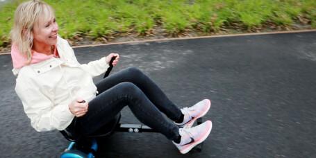 Slik gjør du hoverboardet om til en gokart!