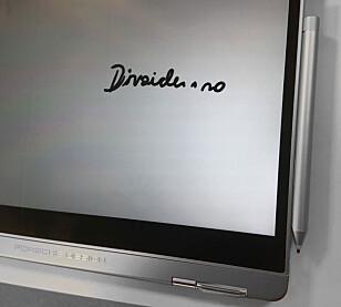 MAGNET: Pennen kan festes skjermen med en integrert magnet.