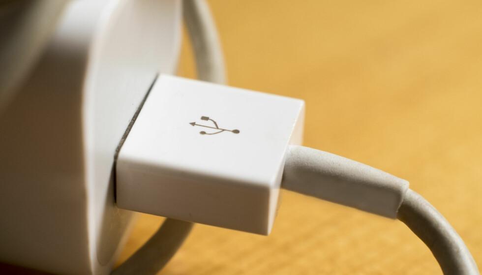 STOR TEST AV LADERE: En svensk stortest av USB-ladere avslører at det er store svakheter med mange av laderne på markedet. Og det finnes dårlige ladere i alle prisklasser. Se om DIN lader er en tikkende bombe i listen nederst i artikkelen. Foto: Shutterstock/NTB Scanpix