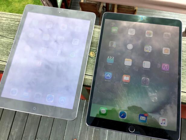 BEDRE I SOLLYS: Det nye kontrastbelegget på iPad Pro sørger for at skjermen fikser vanskelige lysforhold godt. Her sammenlignet mot en iPad Air. Foto: Bjørn Eirik Loftås