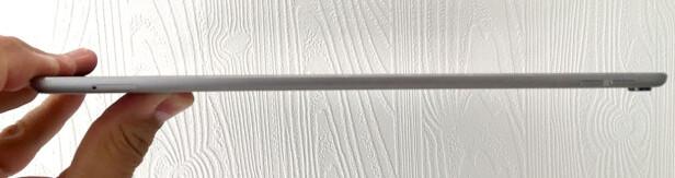 TYNT NOK: iPad Pro måler fortsatt 6,1 mm. Legg merke til at objektivet helt til høyre bygger et par millimeter. Foto: Bjørn Eirik Loftås