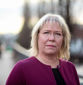 MOTSTANDER: Bente Øverli i Forbrukerombudet liker ikke operatører som holder på kundene lengre enn de strengt tatt må. Foto: Forbrukerombudet