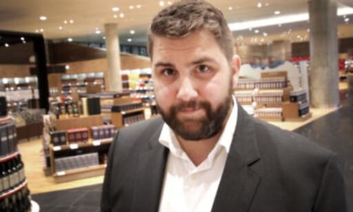 Haakon Dagestad i Travel Retail Norway sier de får mange positive tilbakemeldinger på at bagasjebåndet er opplyst på kvitteringen. Foto: Ole Petter Baugerød Stokke