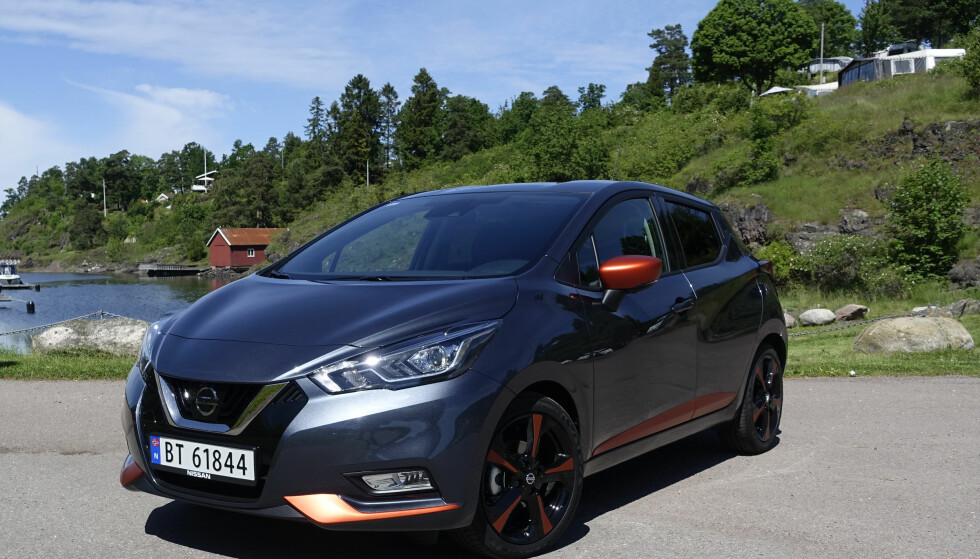 NYTT TRYNE: Nissan ruller ut sin kraftfulle front på alle modeller. Tofarget eksteriør koster 3.500 kroner ekstra. Foto: Rune M. Nesheim