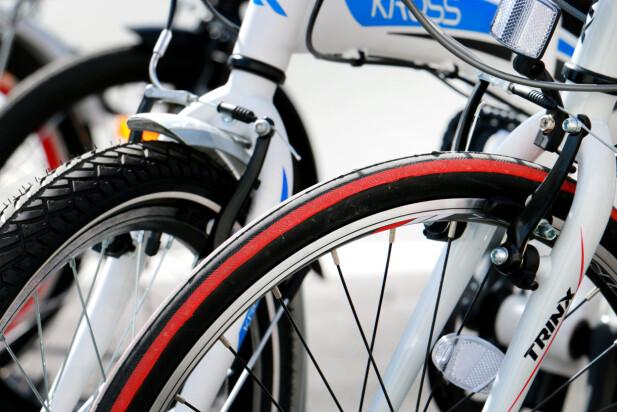 «RACER-DEKK»: Trinx er den eneste sykkelen med smale dekk som gir liten rullemotstand. De øvrige syklene har tykkere dekk. Foto: Ole Petter Baugerød Stokke