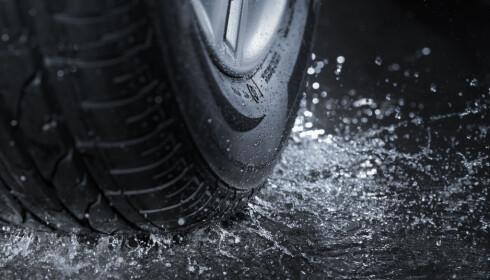 KJØRE MINDRE? Mindre bilbruk og riktigere kjøring gir mindre mikroplast fra bildekk. Foto: Shutterstock/Ntb Scanpix