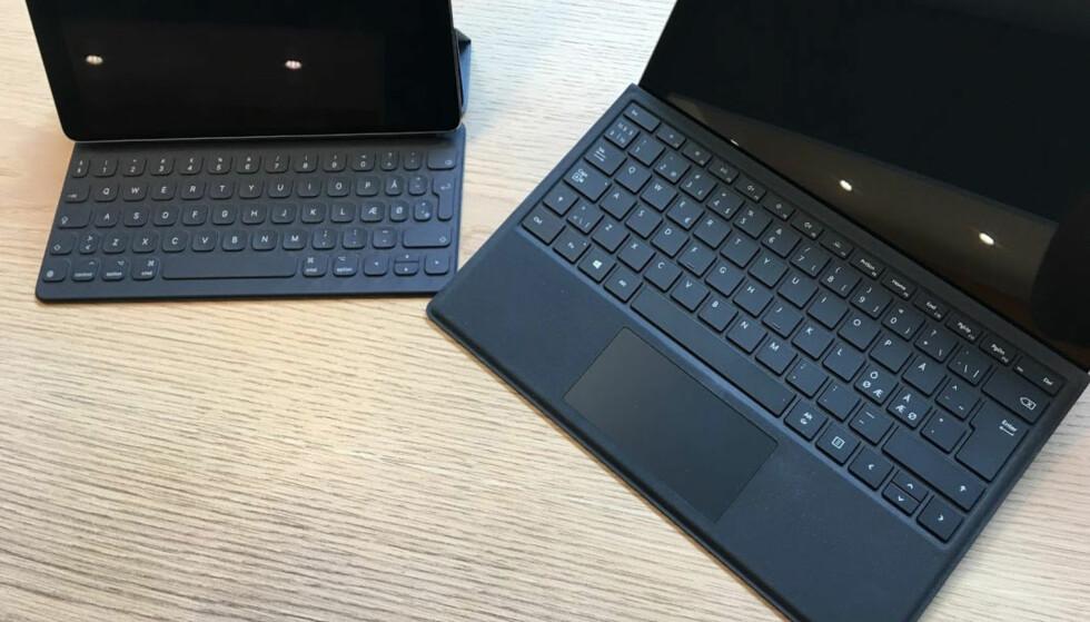 TO DIVISJONER: Surface Pro Signature Type Cover (til høyre) føles mer proft enn tastaturet til iPad Pro (til venstre), selv om også det gjør nytten. Foto: Bjørn Eirik Loftås
