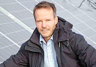 I BALANSE: Seniorrådgiver Øystein Holm mener at strøm fra egen solenergi i beste fall kan komme med mot markedspris. Foto: Multiconsult.