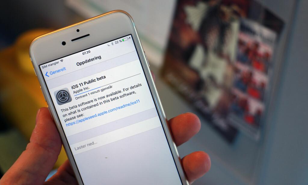 KLAR TIL PRØVING: Nå kan alle som vil laste ned den første offentlige betautgaven av iOS 11. Foto: Pål Joakim Pollen