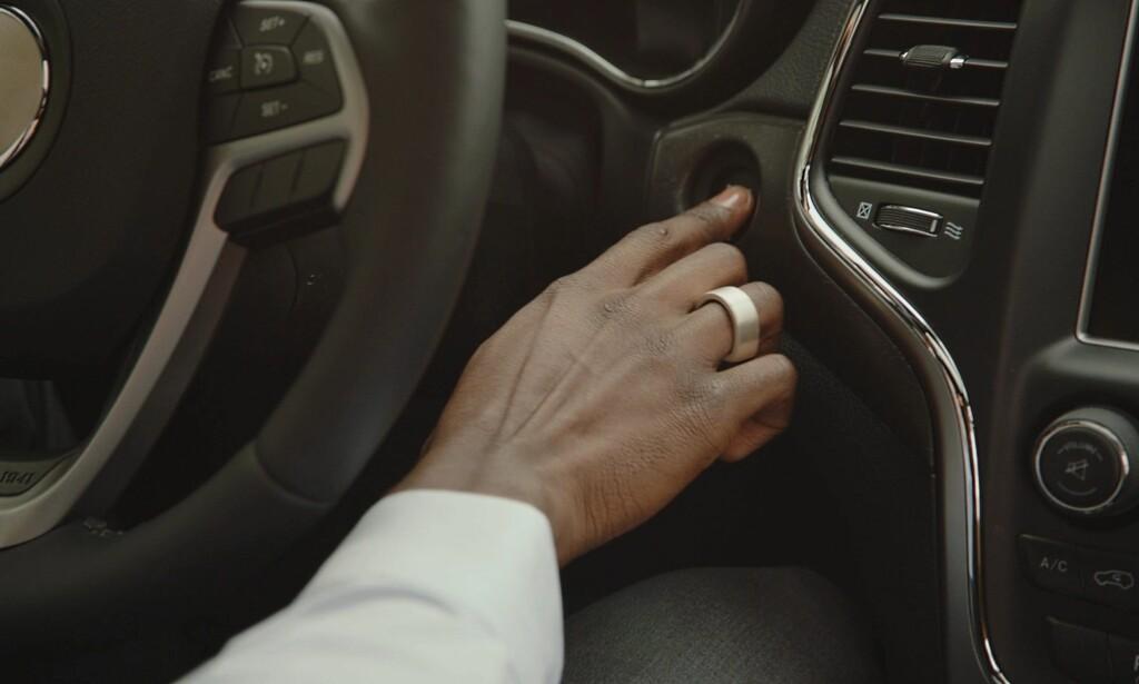 UTEN NØKLER: Token er en ring som kan erstatte bil- og husnøkler, betalingskort, passord og mer til. Foto: Tokenize Inc.