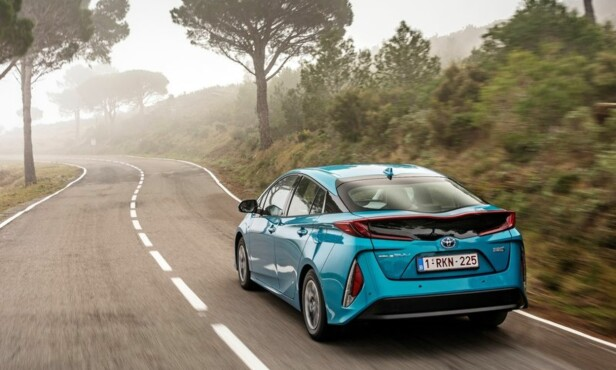 «BEST I TEST»: Toyota Prius Plug-in Hybrid får karakteren 5/5 i ADACs miljøtest. Foto: Toyota