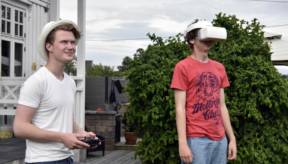 SE DET DRONEN SER: DJI Goggles er et tilbehør til DJI-droner som lar deg se gjennom drone-kameraet mens den flyr. Foto: Pål Joakim Pollen