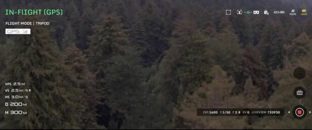 Slik ser det ut inni brillene mens dronen er i lufta.