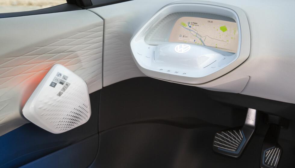 Fra 2025: Først i 2025 blir bilen å få som selvkjørende, nivå 4. Først da vil rattet kunne trekkes tilbake som på bildet. Foto: Ingo Barenschee