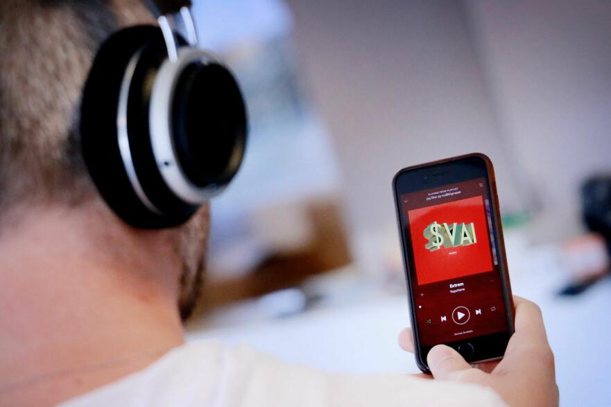 FRI MUSIKK: Med Telenors Music Freedom kan du strømme fra Spotify uten å ta av datakvoten. Men ikke for eksempel fra Beat. Dette kan være i strid med nettnøytraliteten, og Telenor får nå beskjed om å utvide tilbudet. Foto: Ole Petter Baugerød Stokke