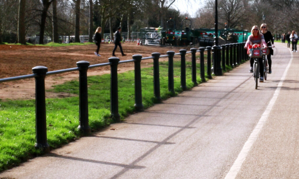 BYSYKKEL I LONDON: For 2 pund kan du sykle i London et helt døgn. Det er fine sykkelstier i parkene, men se opp for steder med sykkelforbud. Og husk: Du må sykle på den andre siden av veien enn det du er vant til! Foto: Hanna Sikkeland