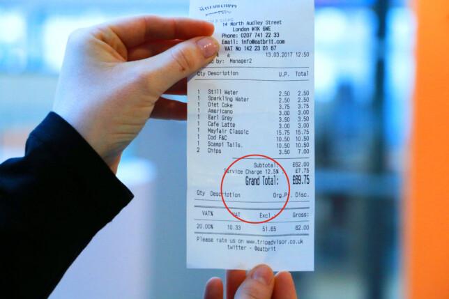 TIPS ER INKLUDERT: Tipsen er som oftest lagt til på regningen når du får den - så se etter om det står «service charge» eller liknende, før du bestemmer deg for å legge på tips som du kanskje ellers ville gjort. Foto: Berit B. Njarga
