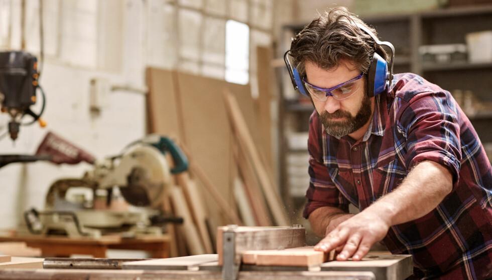 GJØR DET SELV: Du trenger verken være proff, eller ha massevis av utstyr for å kunne fikse ting i boligen din selv. Foto: Mavo / Shutterstock / NTB scanpix
