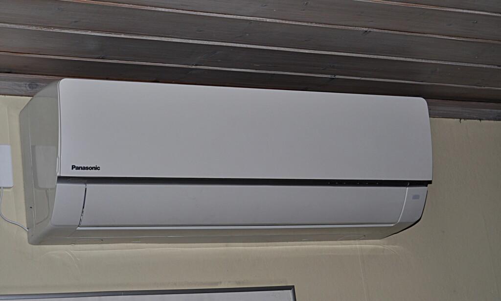 DYR Å ERSTATTE: Denne varmepumpa koster rundt 20.000 med installasjon. Forsikringen vil normalt dekke skader ved lynnedslag, men reparasjon og eventeult utbytting kan være tidkrevende. Foto: Tore Neset
