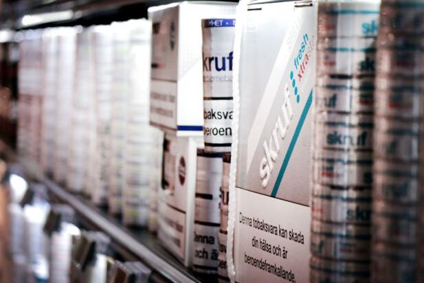 SNUS I SVERIGE: Ja, det er mye billigere å kjøpe med seg snus fra Sverige. Dinsides pristester viser at det er halv pris hos Söta Bror. Foto: Ole Petter Baugerød Stokke