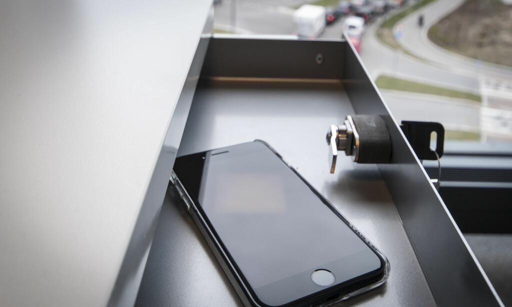 LAGT BORT: Alt av Apple-produkter ble lagt bort, og journalisten gikk i stedet over til tilsvarende enheter fra konkurrentene Samsung, Google og Hewlett Packard (HP). Foto: Gaute Beckett Holmslet
