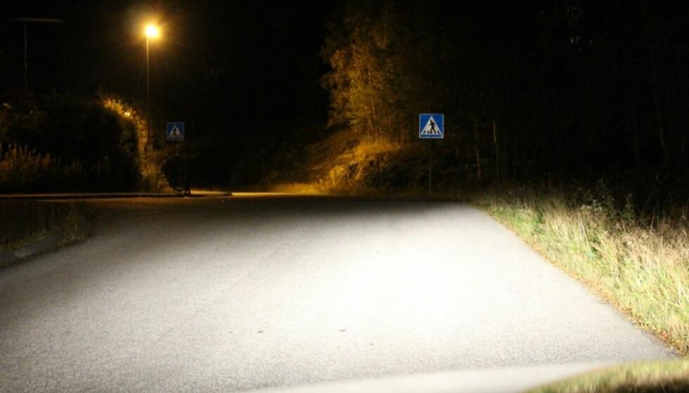 SER DU FOTGJENGEREN? I denne situasjonen man benytte fjernlysene på bilen. Foto: Per Ove Sercan Husevik (ATL)