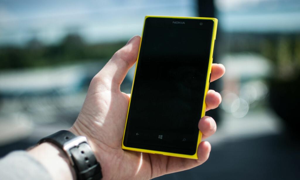 RISIKO: Når Microsoft nå ikke lenger vil supportere Windows Phone 8.1, kan telefonene som fortsatt kjører det tre år gamle operativsystemet bli mer utsatt for datainnbrudd og virus. For å få nyeste operativsystem på du ha rett telefon, eller kjøpe ny. Foto: Gaute Beckett Holmslet
