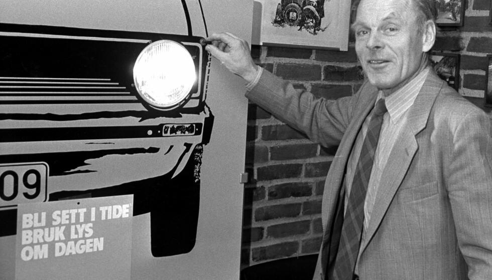 KAMPANJE: Under mottoet «Bli sett i tide, bruk lys om dagen», åpnet vegdirektør Eskild Jensen årets store trafikksikkerhetskampanje 12. mars 1984. FOTO: Henrik Laurvik / SCANPIX