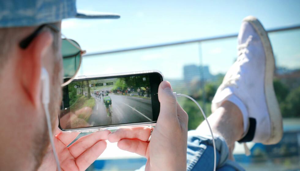 KAN BLI DYRT: Er du på ferie men vil se en etappe Tour de France? Det kan fort spise opp hele kvoten din. Foto: Gaute Beckett Holmslet