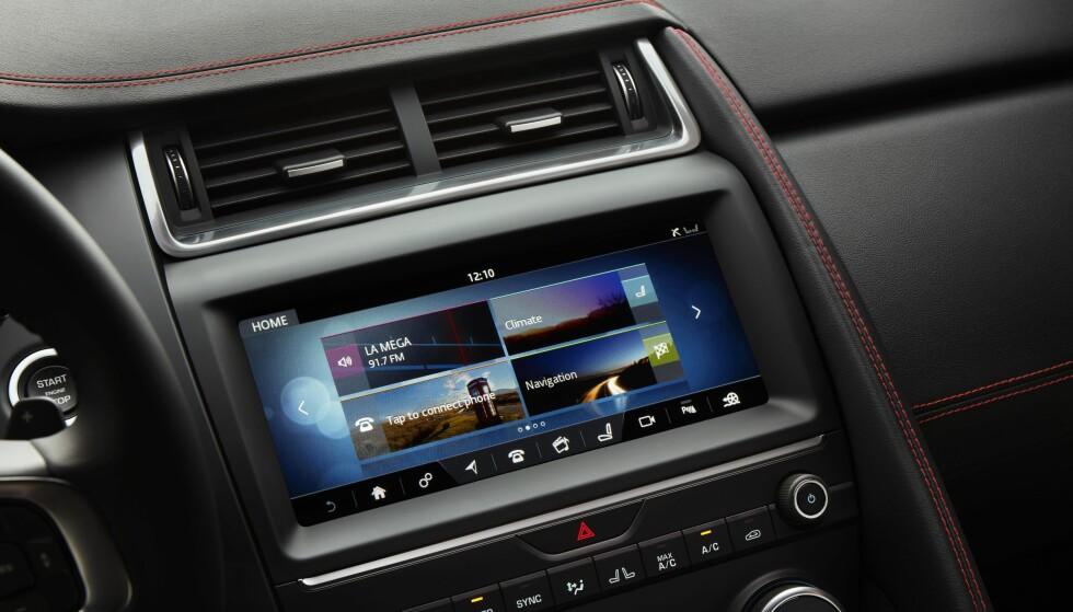 STOR SKJERM: E-Pace kommer med det siste innen multimedia-løsninger og 10-tommers berøringsskjerm. Foto: Jaguar