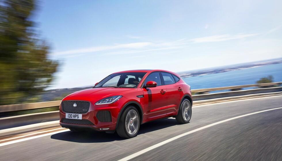 ALLE GODE TING...: Jaguar viste forleden sin tredje SUV etter F-Pace og I-Pace. Ikke overraskende har den engelske produsenten valgt navnet E-Pace for sin nye kompakt-SUV som er i samme størrelsesorden som BMW X1, Porsche Macan og Mercedes-Benz GLA. Foto: Jaguar