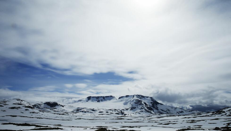 JOTUNHEIMEN: Med Fanaråken til venstre og Steindalsnosi imponerer fjellene i Sogn og Fjordane. Foto: Cornelius Poppe / NTB scanpix